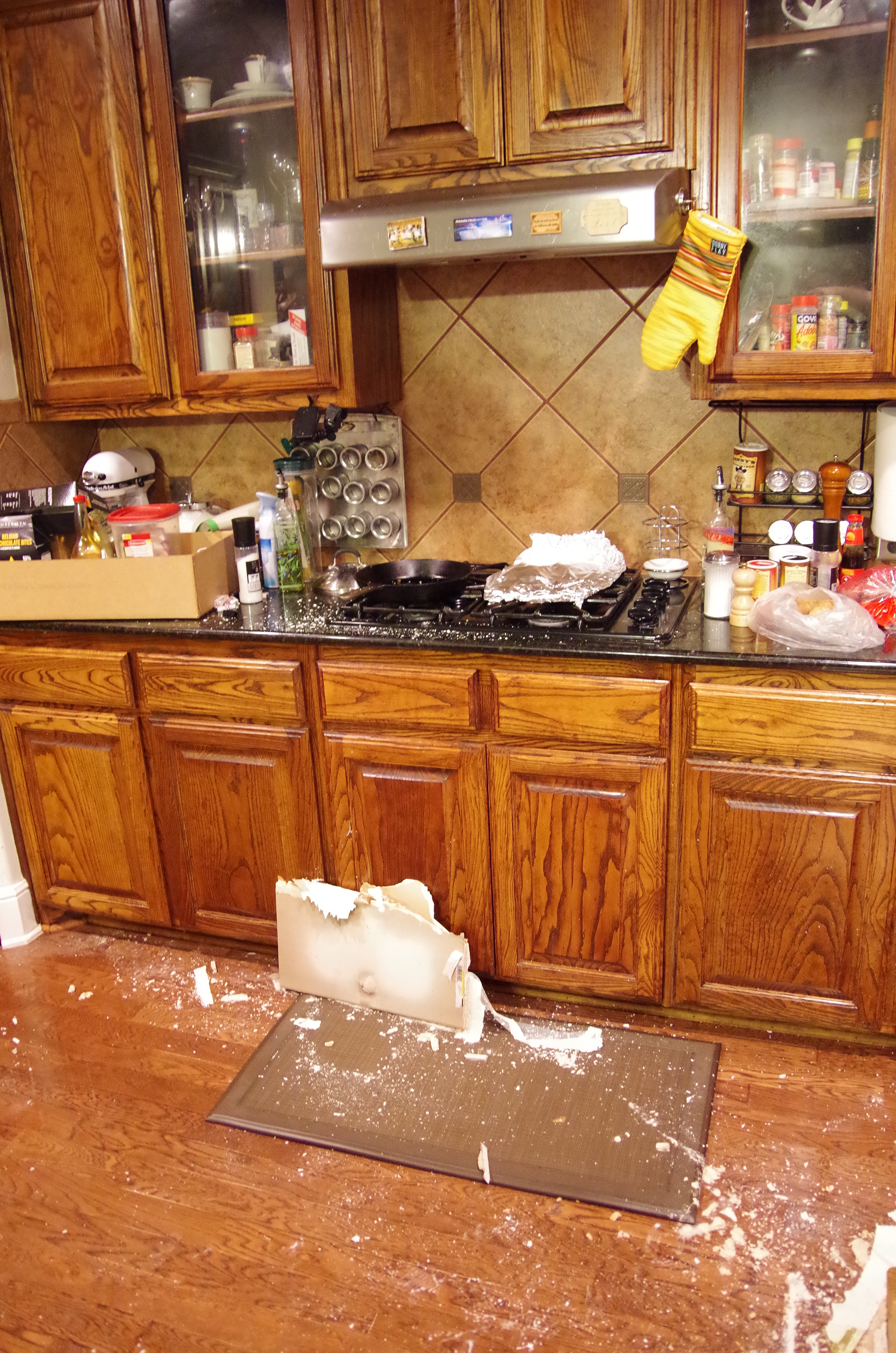 Kitchen water damage - Dalworth Restoration