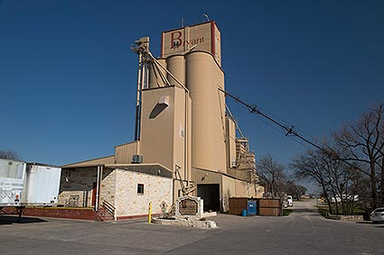 The Bryant grain silos facility offers a full line feed manufacturer that distributes products throughout Texas and is located in downtown Aledo, TX.