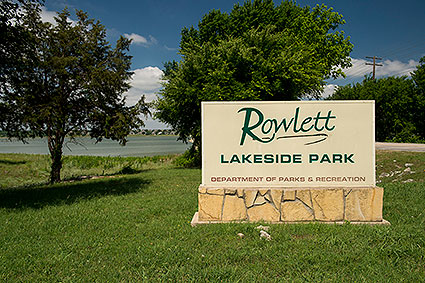 Lakeside Park in Rowlett, TX is a 6.4 acre park with trails, fishing piers, picnic areas, a volleyball court and a playground.